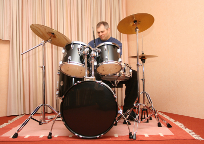 The Play Drums By Ear system includes